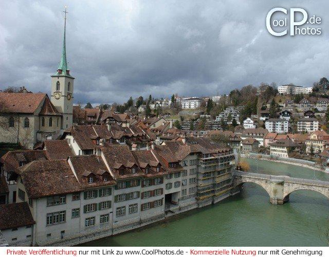 Bern an der Aare, Links im Bild die Nydeggkirche