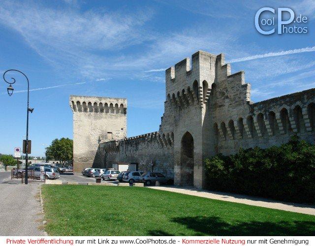 Die Stadtmauer von Avignon
