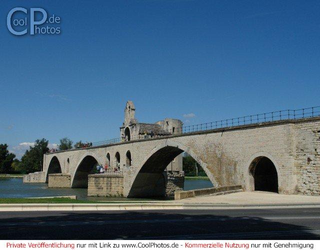Die Brücke, um die es im Lied Sur le pont d'Avignon geht.