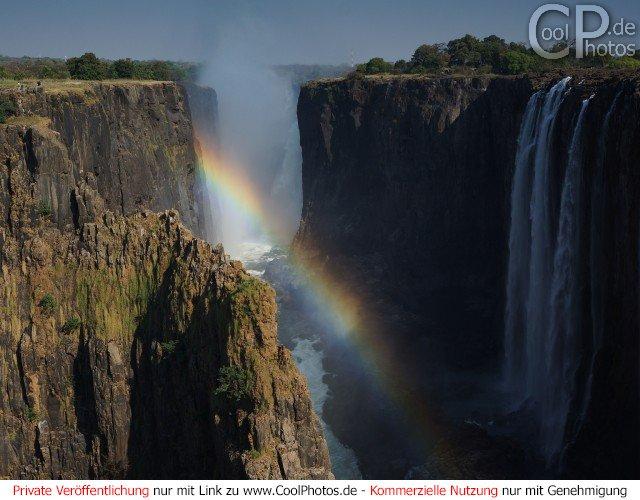 Regenbogen zwischen den Viktoriafällen