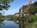 Der Ort Beynac, gelegen an der Dordogne und übertrohnt vom Chateau de Beynac