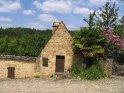 Kleines Haus im zugehörigen Dorf