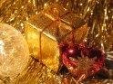 Geschenkpaket und Weihnachtsherz    Dieses Motiv findet sich seit dem 07. Dezember 2004 in der Kategorie Weihnachtsbilder.