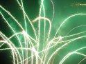 Leuchtspuren einer Feuerwerksbatterie