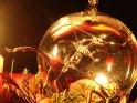 Weihnachtskugel im Kerzenlicht    Dieses Motiv wurde am 08. Dezember 2005 in die Kategorie Weihnachtsbilder eingefügt.
