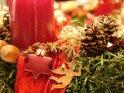 Detailaufnahme eines Adventskranzes    Dieses Kartenmotiv wurde am 19. Dezember 2005 neu in die Kategorie Weihnachtsbilder aufgenommen.