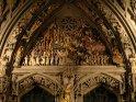 Beleuchtete Figuren am Münster bei Nacht
