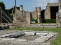 ... 1763 wurde durch den Fund eines Schildes mit der Aufschrift respublica Pompeianorum dann die verschüttete Stadt zweifelsfrei als Pompeji identifiziert. ...