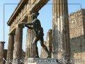 Nicht so schlimm, es gibt ältere    Das Motiv dieser Grusskarte ist eine römische Statue mit antiken Säulen im Hintergrund.