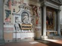 Links: das Grabmal von Galileo Galilei
