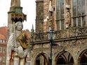 Unesco- Weltkulturerbe: Roland mit Rathaus im Hintergrund
