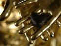 Schokoherz auf Goldhänden    Dieses Motiv finden Sie seit dem 28. September 2007 in der Kategorie Herzen.