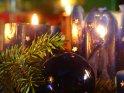Weihnachtsbild mit blauen Kerzen, Glaskugel und Tannenzweig    Dieses Kartenmotiv wurde am 23. Dezember 2007 neu in die Kategorie Weihnachtsbilder aufgenommen.