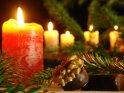 Foto aus der Advents- oder Weihnachtszeit mit Kerzen, Tannenzweigen und Süßigkeiten    Dieses Motiv findet sich seit dem 23. Dezember 2007 in der Kategorie Weihnachtsbilder.