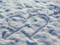 In den Schnee gemaltes, von einem Pfeil durchstoßenes, Herz    Dieses Motiv finden Sie seit dem 06. Januar 2009 in der Kategorie Herzen.