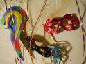 Karnevalsmasken an einer Wand