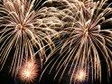 Das komplette Bild ist von Feuerwerksexplosionen ausgefüllt.