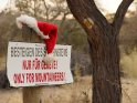 Besteigen des Schornsteins Nur für Geübte!Only for mountaineers!    Dieses Motiv finden Sie seit dem 24. November 2012 in der Kategorie Lustige Advents & Weihnachtskarten.