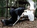 Lustiges Hochzeitsfoto auf dem Spielplatz    Dieses Motiv gibt es auf CoolPhotos.de seit dem 28. Juli 2013. Sie finden es in der Kategorie Hochzeitsfotos.