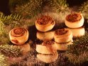 Zimtschnecken mit Tannenzweigen    Dieses Kartenmotiv ist seit dem 29. November 2013 in der Kategorie Weihnachtsbilder.