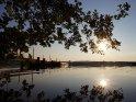 Kurz vor Sonnenuntergang am See mit Steg