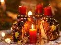 Adventskuchen mit einer brennenden Kerzen zum 1. Advent    Dieses Motiv findet sich seit dem 26. November 2016 in der Kategorie Adventskränze.