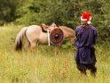 Mittelalterlicher Weihnachtsmann mit seinem Pferd