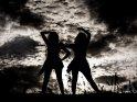 Silhouette von zwei Tänzerinnen