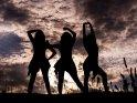 Silhouette von drei Tänzerinnen