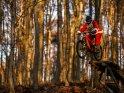 Weihnachtsmann beim Mountainbiking