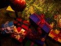 Geschenke unterm Weihnachtsbaum    Dieses Kartenmotiv wurde am 20. Dezember 2016 neu in die Kategorie Weihnachtsbilder aufgenommen.