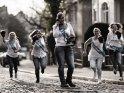 Die zukünftige Braut ruft ihre Freundinnen an. Diese kommen ihr mit Boxhandschuhen bewaffnet zur Hilfe.    Dieses Motiv ist am 16.04.2018 neu in die Kategorie Hochzeitsfotos aufgenommen worden.