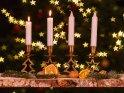 Adventsleuchter mit zwei brennenden Kerzen zum zweiten Advent.    Dieses Motiv ist am 07.12.2019 neu in die Kategorie Adventskränze aufgenommen worden.