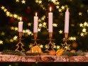 Adventsleuchter mit drei brennenden Kerzen zum dritten Advent.    Dieses Motiv ist am 14.12.2019 neu in die Kategorie Adventskränze aufgenommen worden.