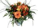 Blumenstrauss in einer Vase mit weißem Hindergrund